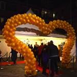 Huldiging Marianne Vos met grote ballonnenboog (1)