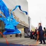 Koning Willem Alexander opent sportcentrum in Hoofddorp met Strik