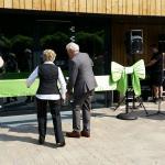 opening Landal de Vers in Overloon met lint, strik en grote schaar