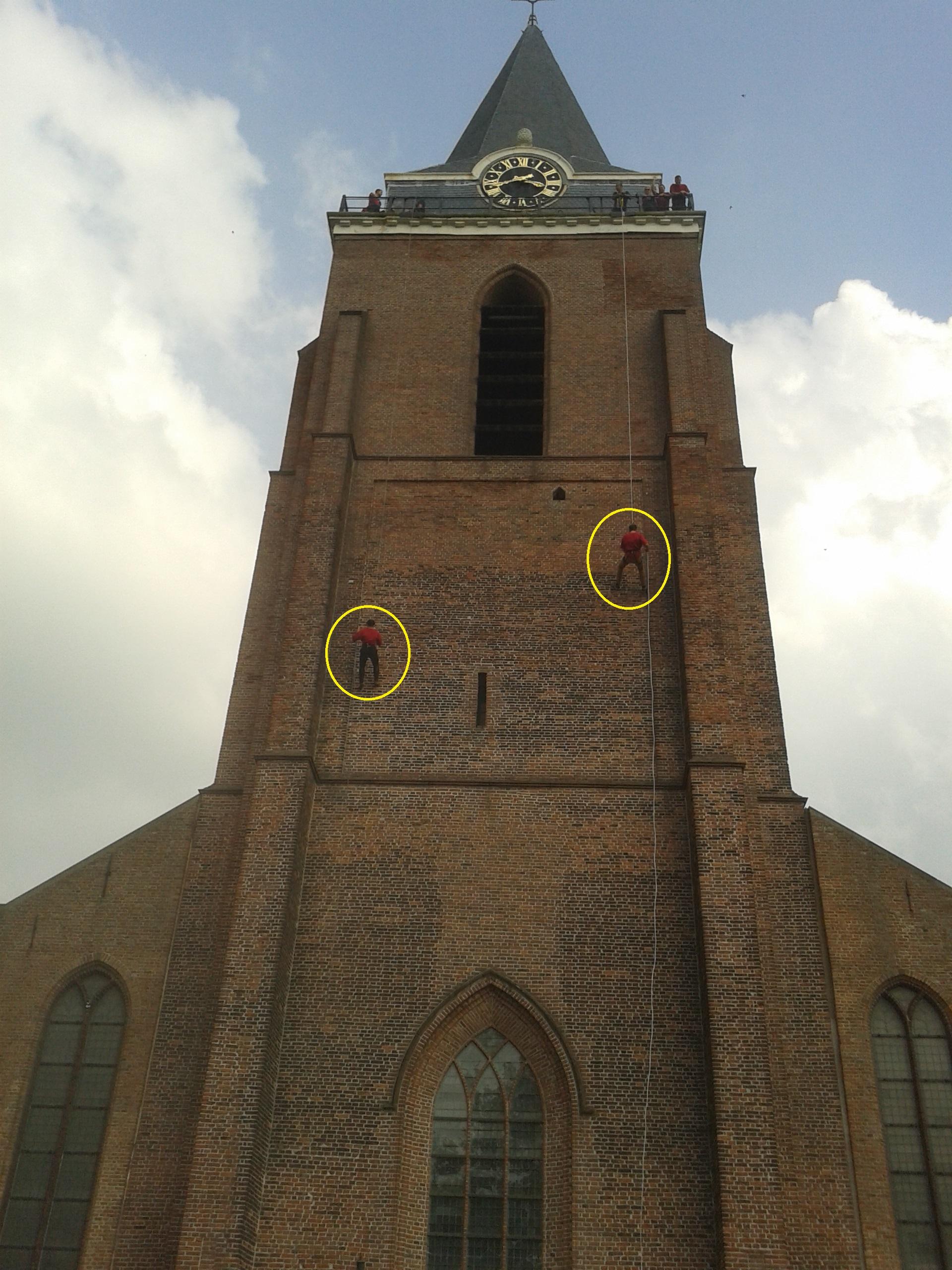 abseilen van hoge kerktoren
