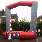 Opblaasbare bungee trampoline huren