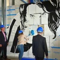 openings act met muur van dozen